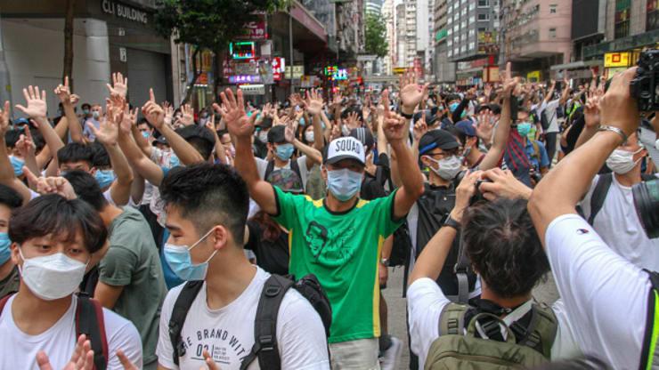 La vergognosa repressione di Pechino: 370 arresti tra i mani