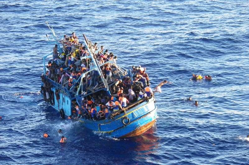 La Sea Watch 4 sta per salpare. Ecco chi ha finanziato con 1,3mln di € l'acquisto dell'ammiraglia