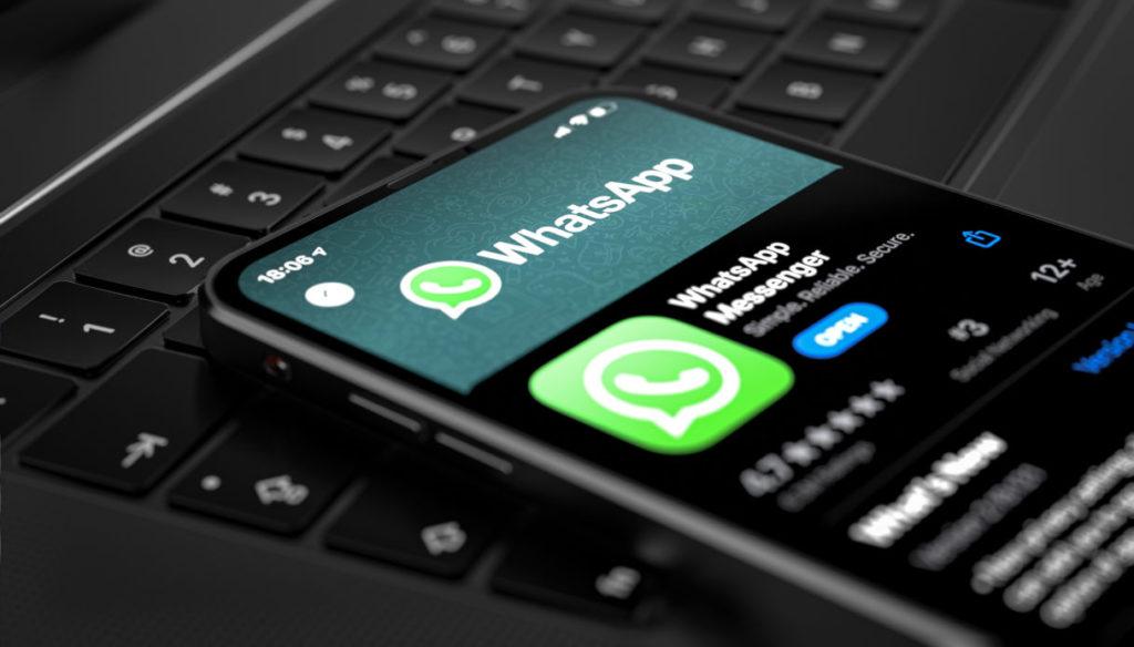 """Tutti in fuga da WhatsApp: """"Troppe informazioni girate a Facebook"""""""