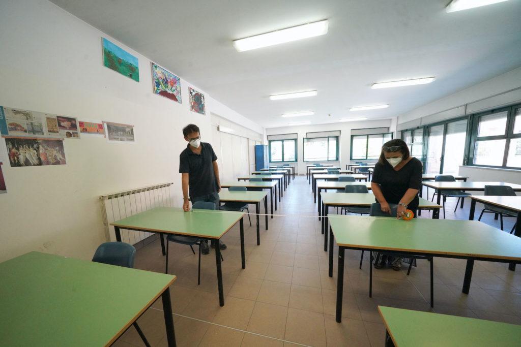 """Scuola, caos sulla presenza in aula dei """"figli dei lavoratori essenziali"""""""