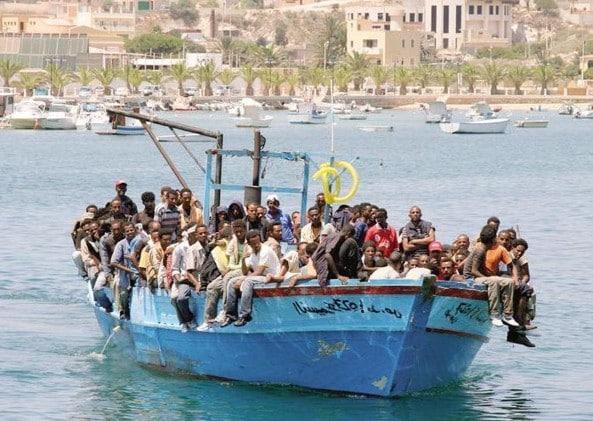 Oltre 1000 sbarchi in poche ore, Lampedusa precipita nel caos
